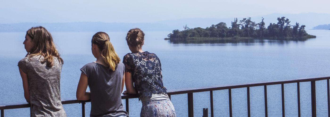 Vergezichten over een van de vele meren