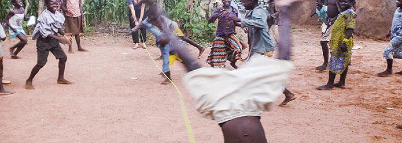 Kids aan het spelen tijdens eerder project in Noord-Ghana