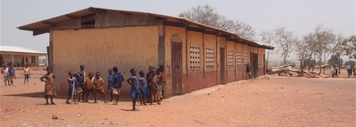 Klaslokalen van de primary school in Namasim