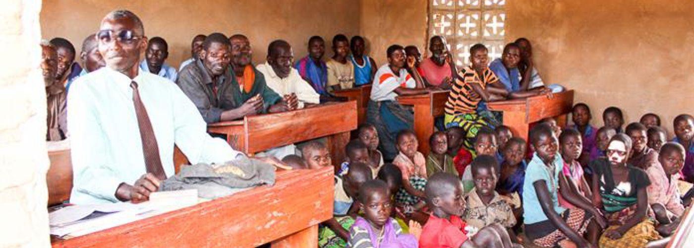 Voorbereidingsmeeting in een van de bestaande klaslokalen