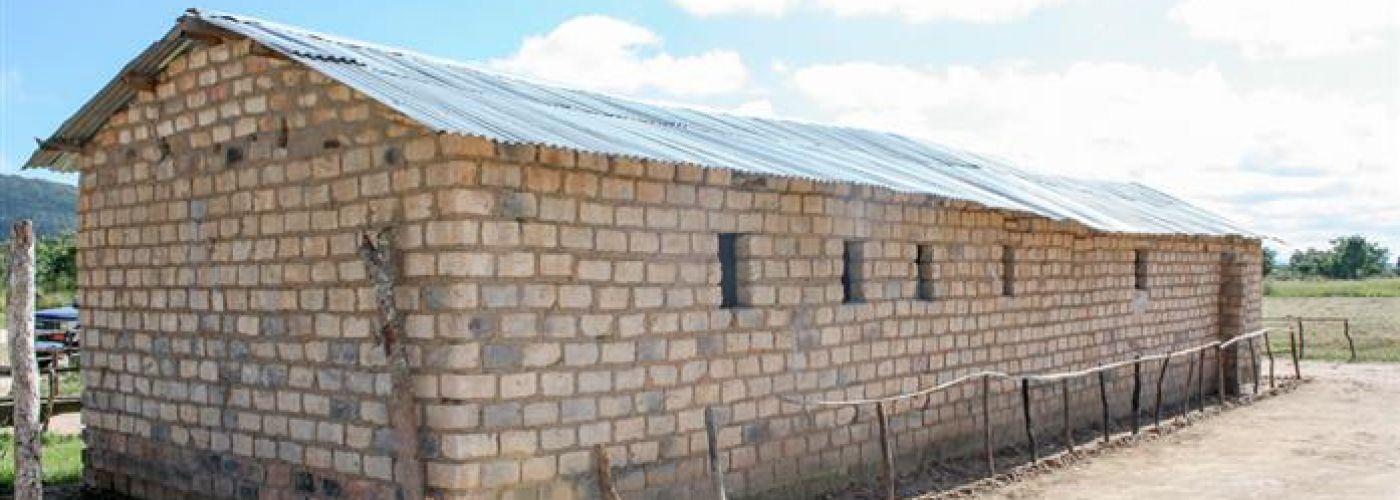 Een door de gemeenschap gebouwde school.