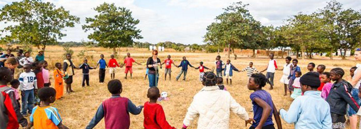 Maak er voor  de kinderen in Zambia een toptijd van.