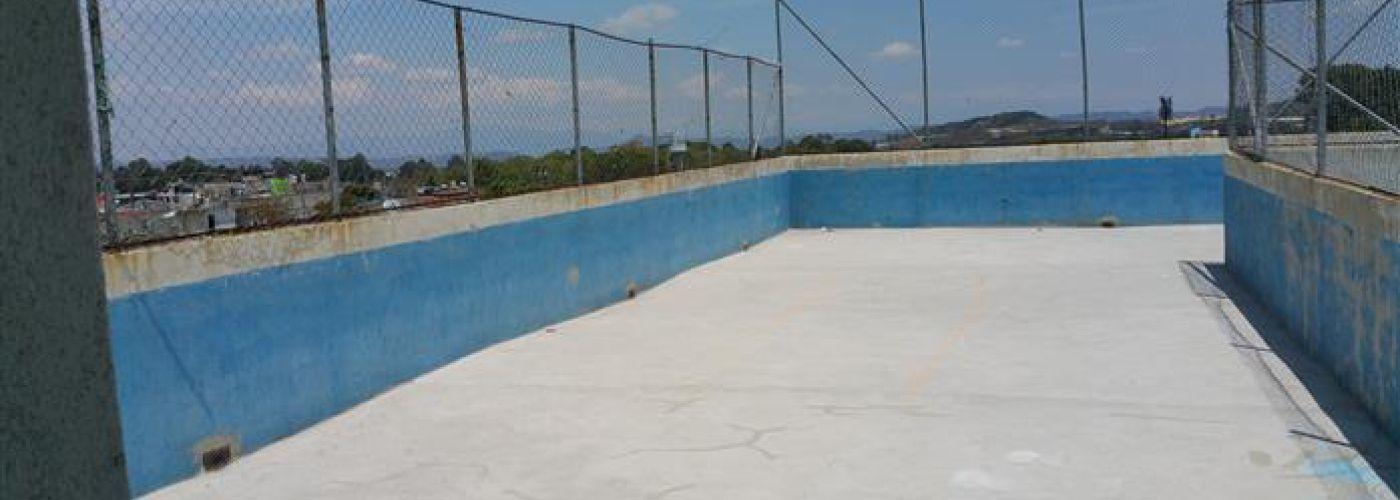 Huidige dak en speelplaats van Maranatha la Florida