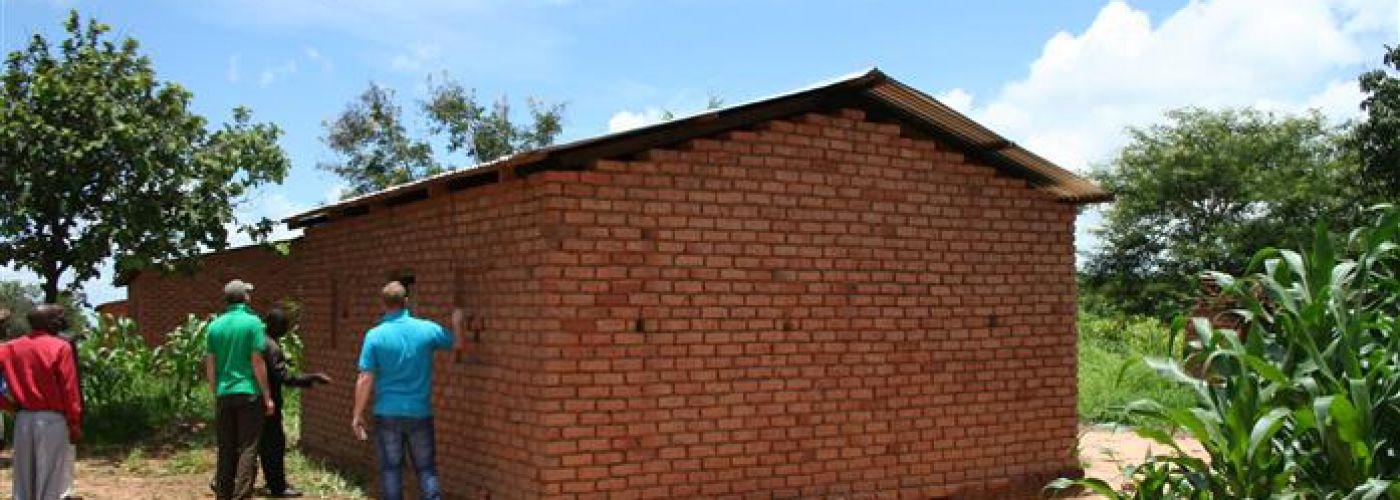 Een van de zelf gebouwde lerarenwoningen
