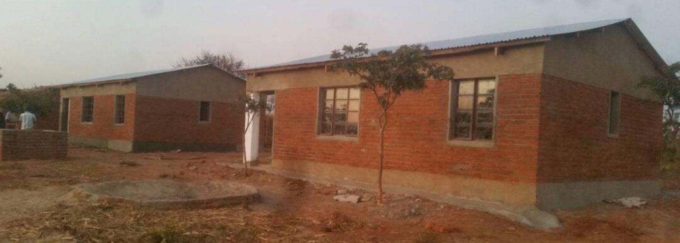 De twee nieuwe lerarenwoningen