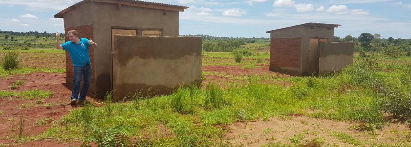 Thumbs up voor de nieuwe latrines