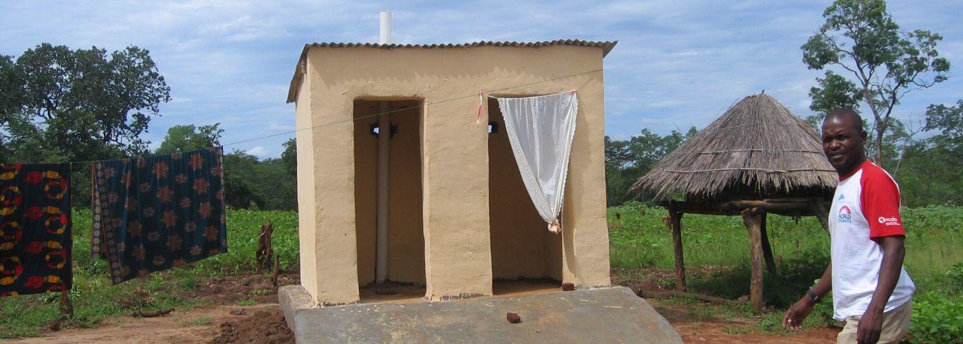 Privacy op de nieuwe latrines wordt nog niet gegarandeerd