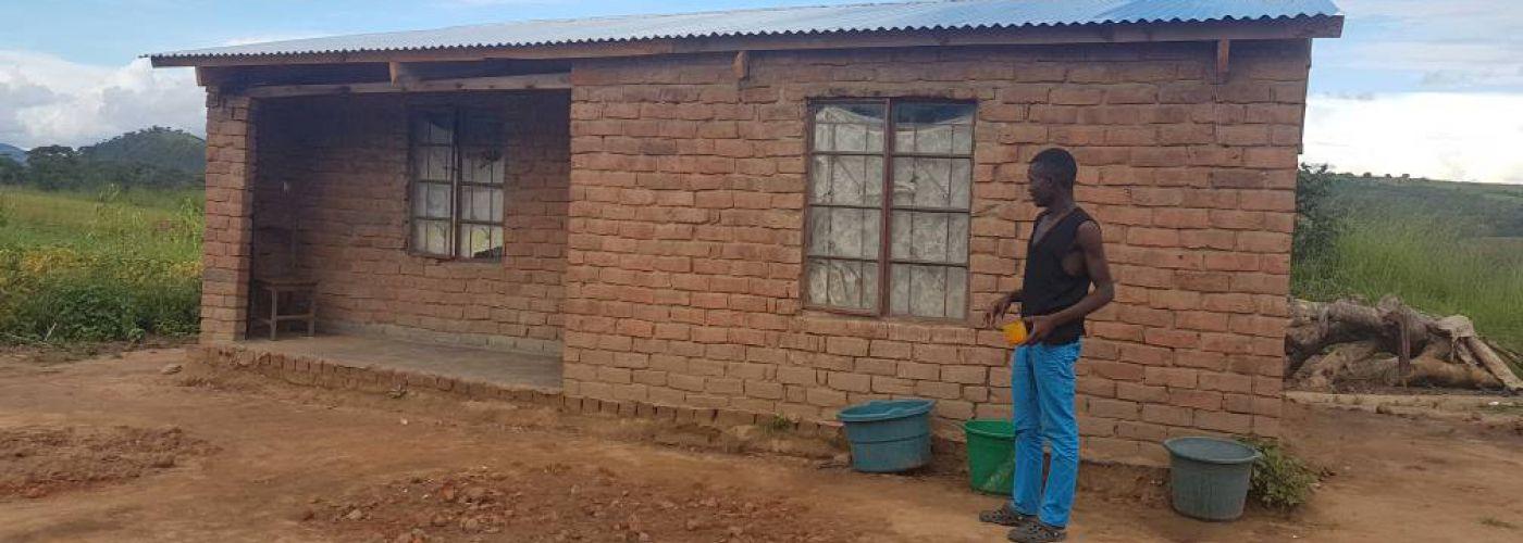 De gerenoveerde lerarenwoning wordt nog even gepoetst