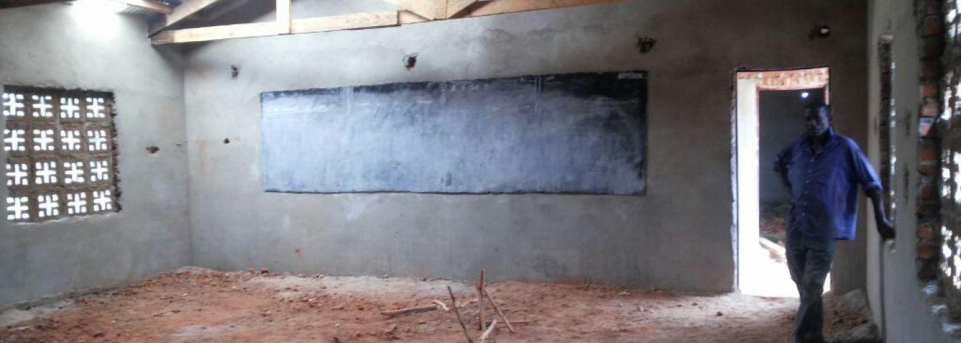 Eén van de gepleisterde klaslokalen