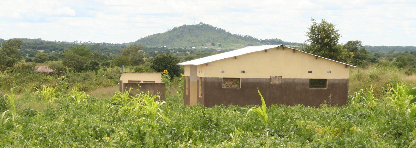 Lerarenwoning in de groene omgeving van Kachele