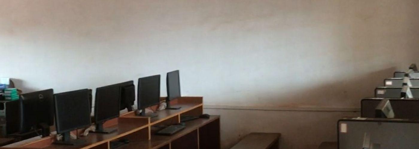 Het computerlokaal voor de leerlingen