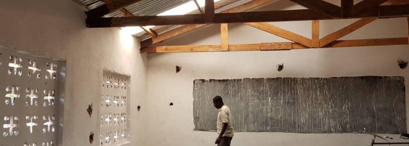 Nu ook witte muren in het klaslokaal