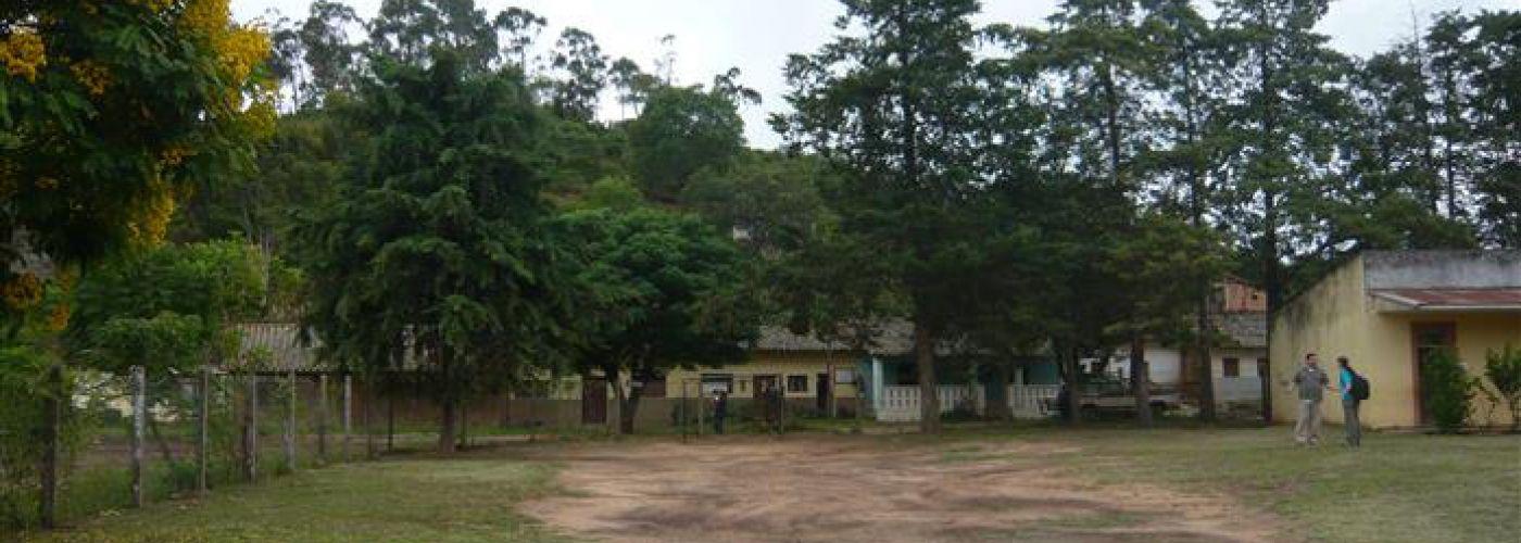 Schoolterrein bij bouwplaats