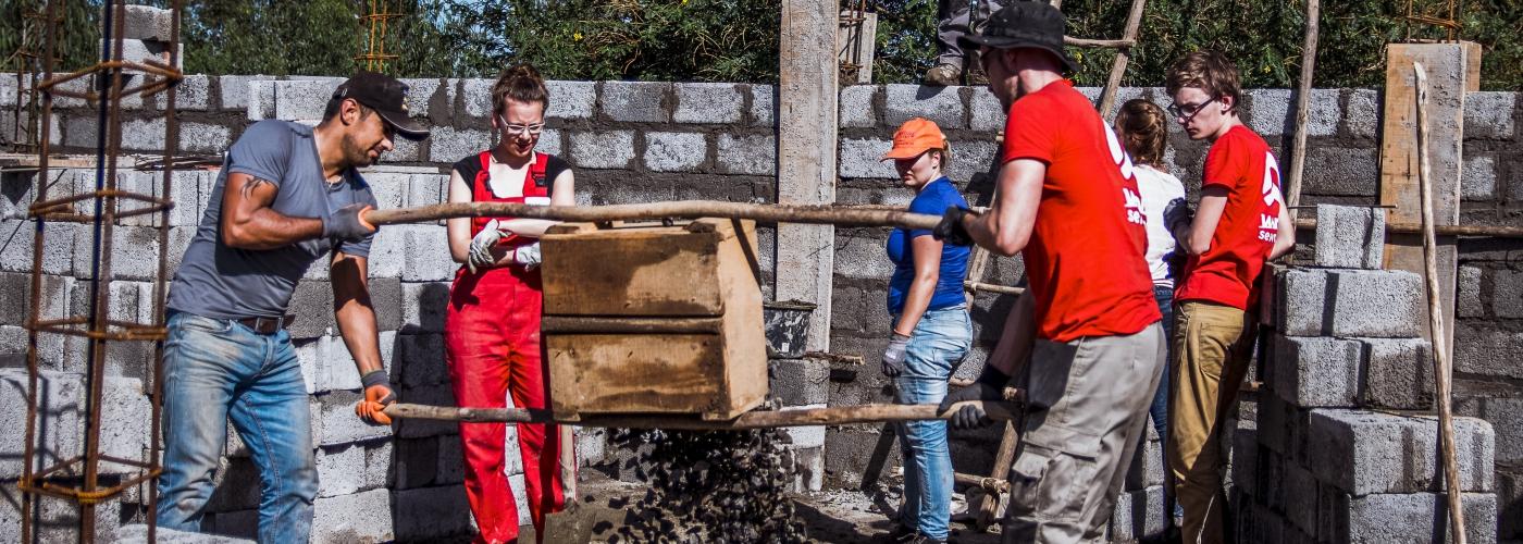 Samen cement maken