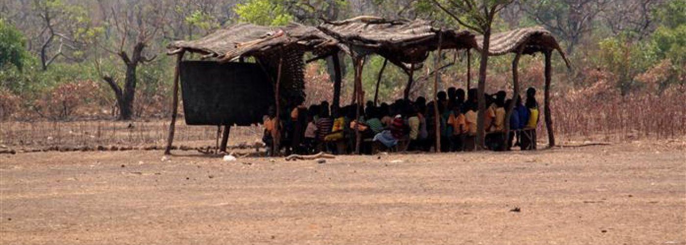 Noodlokaal naast de school